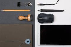biurowy wyposażenie na czarny i biały tle Obraz Stock