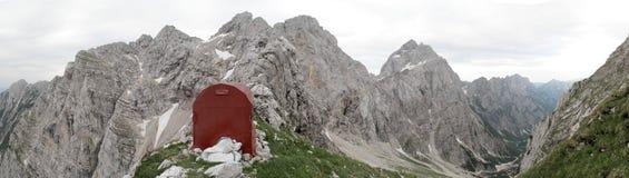 Bivacco sul bordo Italia-sloveno Immagine Stock