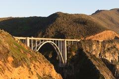 Bixby在日落光的曲拱桥梁 免版税库存照片