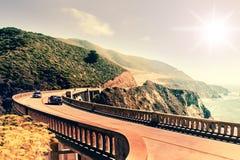 Bixby在高速公路1在美国西海岸,加利福尼亚的小河桥梁 图库摄影