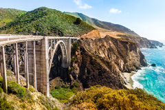 Bixby在高速公路1的小河桥梁在美国西海岸 库存照片