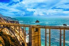 Bixby在高速公路1的小河桥梁在美国西海岸 免版税图库摄影