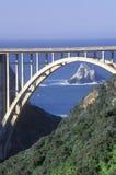 Bixby桥梁在大瑟尔,北加利福尼亚 免版税库存照片