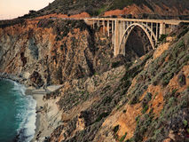 Bixby-Brücke auf Strand Stockbilder