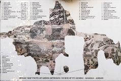 Bizantyjska fresk mozaik mapa Antyczny Środkowy Wschód i ziemia święta w Madaba, Jordania obraz stock