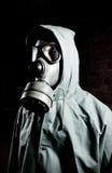 Bizar portret van de mens in gasmasker stock foto