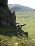 Bizar rotsgezicht en Groene Heuvels bij Glenshee-Vallei, Grampian-Bergen, Schotland royalty-vrije stock fotografie