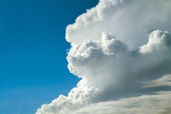 Fluffy clouds on a blue sky Royalty Free Stock Photography