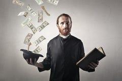 Bizarre priester stock foto