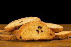 Bizcochos tostados con las pasas Foto de archivo libre de regalías