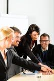 Biznes - biznesmeni drużynowego spotkania Fotografia Royalty Free