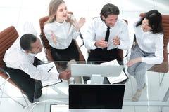 biznes drużyna dyskutuje biznesowego dokument Biznesowy pojęcie zdjęcie royalty free