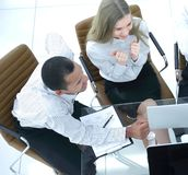 biznes drużyna dyskutuje biznesowego dokument Biznesowy pojęcie obrazy stock