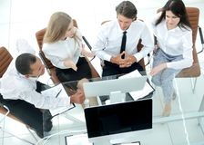 biznes drużyna dyskutuje biznesowego dokument Biznesowy pojęcie obraz stock