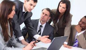 Biznes drużyna dyskutuje nowych pomysły Obrazy Stock