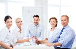 Biznes drużyna ma spotkania w biurze zdjęcie stock