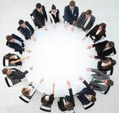 Biznes drużyna wskazuje centrum round stół Obrazy Royalty Free