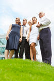 Biznes drużynowa pozycja na wzgórzu Zdjęcia Royalty Free
