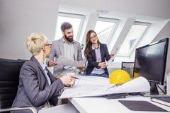 Biznes drużyna w biurze na pracie obraz stock