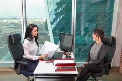 Biznes drużynowa pozycja w biurze Zdjęcie Royalty Free