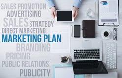 Biznes i marketingowi pojęcia na biurowym desktop zdjęcie royalty free