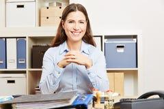 biznes jej biurowa uśmiechnięta kobieta zdjęcie stock