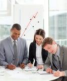 biznes koncentrujący ludzie wpólnie target2126_1_ obrazy stock