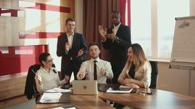 Biznes odświętności zwycięstwa drużynowe ręki podnosić zbiory