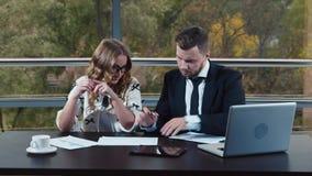 Biznes - ono pracuje z kolegami zdjęcie wideo