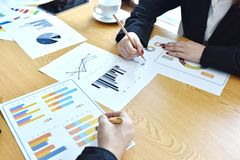 Biznes Początkowy projekt Pomysł prezentacja, analizuje plany obrazy stock