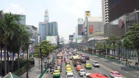 Biznes przekrwawiał ruch drogowego na Marzec 26, 2018 w Bangkok śródmieściu, Tajlandia Wokoło przyrodni taxi flota zbiory