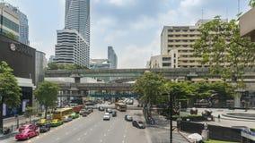 Biznes przekrwawiał ruch drogowego na Marzec 26, 2018 w Bangkok śródmieściu, Tajlandia Wokoło przyrodni taxi flota zdjęcie wideo