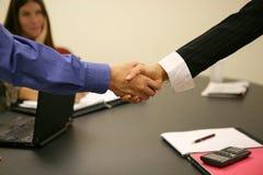 biznes uścisku dłoni urzędu obrazy stock