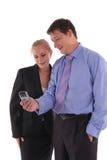 biznesmenów bizneswomanu spojrzenia telefon Zdjęcie Stock