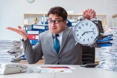 Biznesmenów brakujący ostateczni terminy należni przesadna praca Obrazy Stock