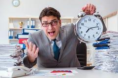 Biznesmenów brakujący ostateczni terminy należni przesadna praca Obrazy Royalty Free
