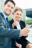 Biznesmenów pracować plenerowy zdjęcie royalty free