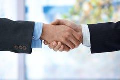 biznesmenów ręki chwianie obrazy stock