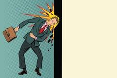 Biznesmen łama ścianę z jego głową royalty ilustracja