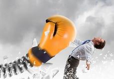 Biznesmen atakujący rękawiczką Obraz Stock