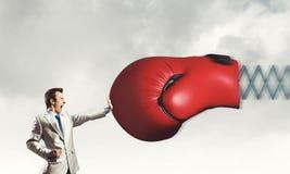 Biznesmen atakujący rękawiczką Fotografia Stock