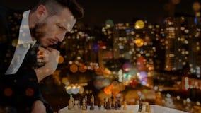 Biznesmen bawić się szachowego wideo zdjęcie wideo
