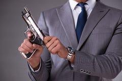 Biznesmen ciągnie pistolet z kieszeni Obraz Stock