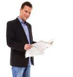 Biznesmen czyta gazetę odizolowywającą Zdjęcia Royalty Free