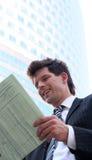 biznesmen czytanie gazet Fotografia Stock