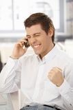 biznesmen dostaje wiadomość dobrego szczęśliwego telefon Obrazy Stock