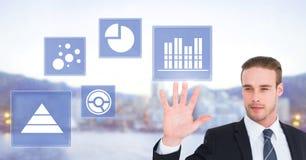 Biznesmen dotyka biznesowej mapy statystyki ikony Zdjęcie Royalty Free