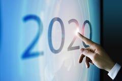 Biznesmen dotyka ekran o 2020 Obraz Stock