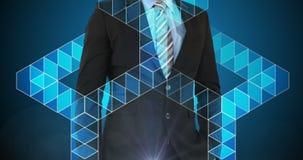 Biznesmen dotyka wirtualnego cyfrowego interfejsu ekran zdjęcie wideo