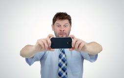 Biznesmen fotografujący smartphone, niespodzianka Obrazy Stock